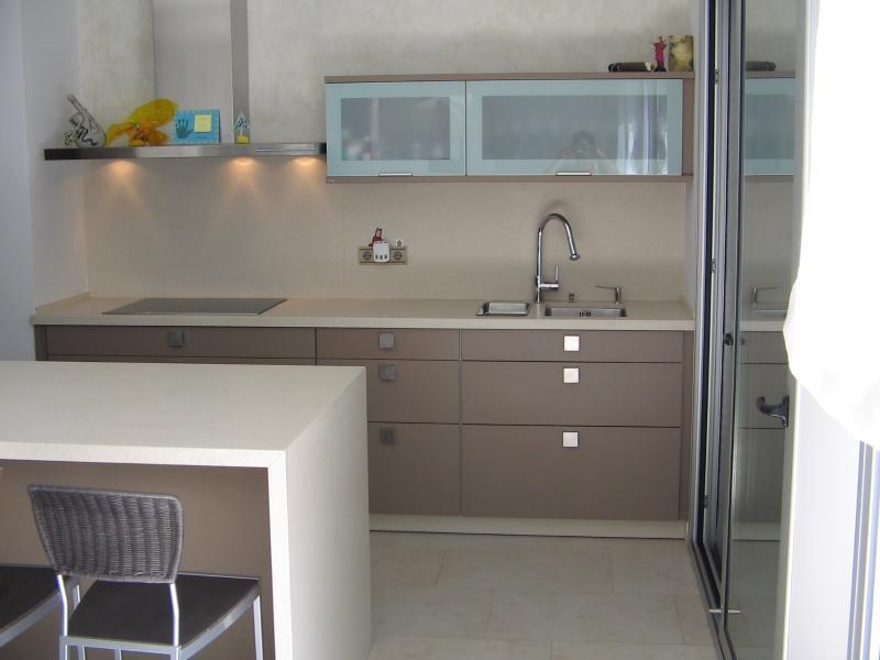 Material encimera cocina elegant en cocimobel somos for Encimeras de cocina